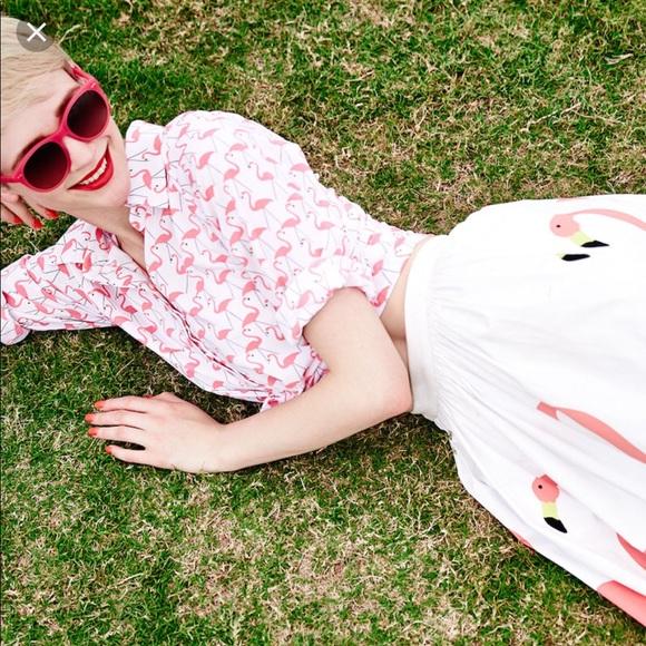 f3268e4523c4c Alice + Olivia Tops - Alice + Olivia Willa flamingo button down shirt M